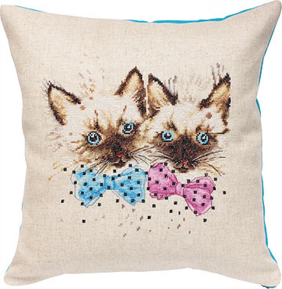 Вышивка крестом коты на подушках