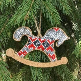Набор для вышивания по дереву елочной игрушки Лошадка серая с красным Волшебная страна FLK-141 - 93.00грн.
